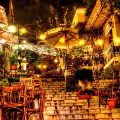 Plaka_Athens_by_night_by_Piddling